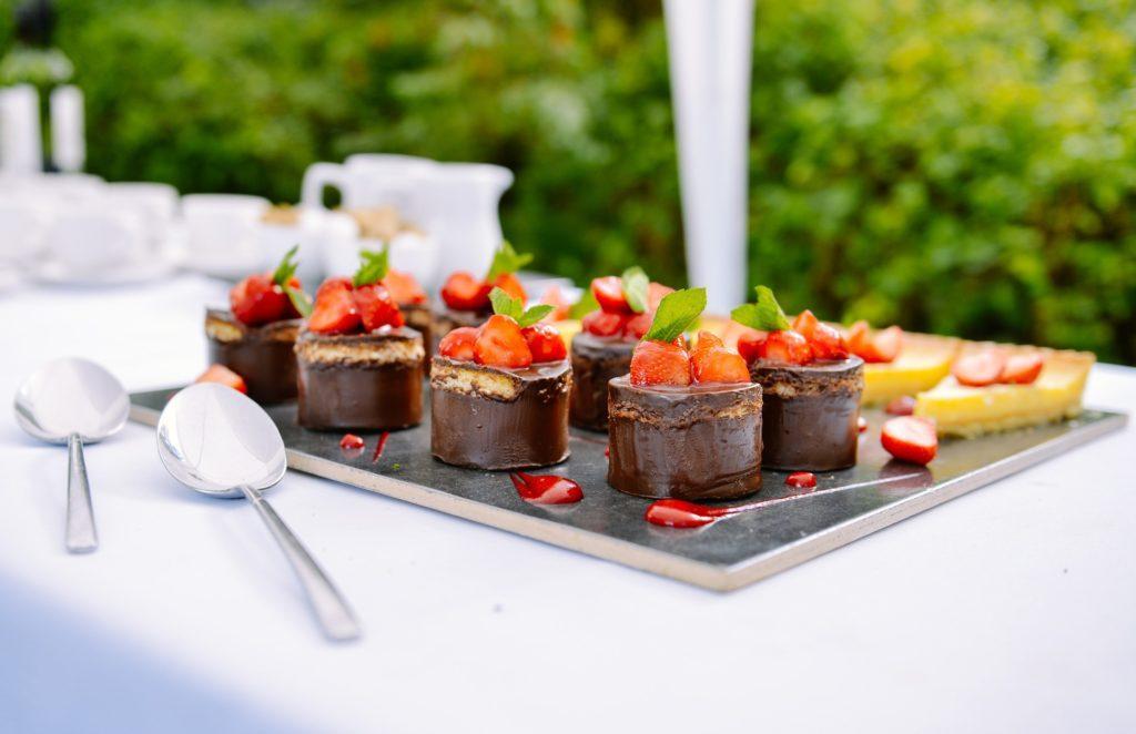 Hoe op te volgen na een evenement met eten en drinken: zou je de volgende keer op de catering kunnen besparen?