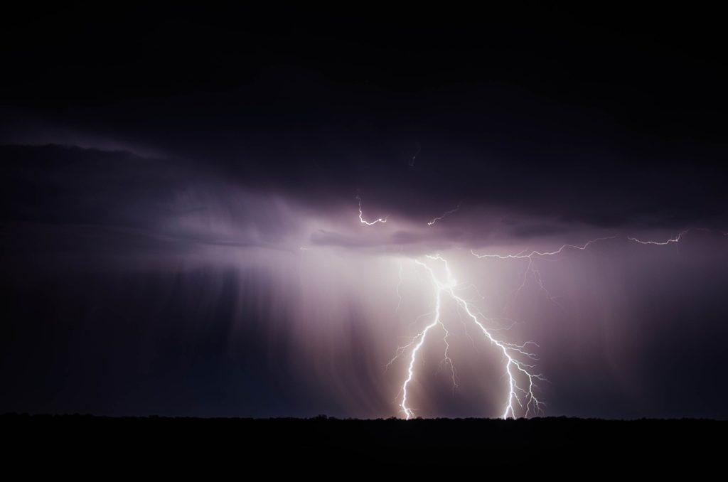 Evenementenverzekering: Onweer is niet feestelijk.