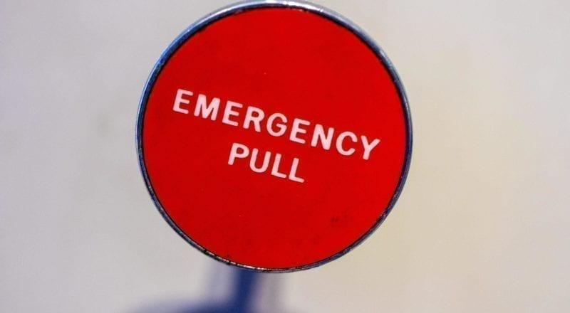 Een noodknop zoals deze kan levens redden.